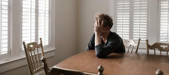 La soledad y los trastornos del sueño están relacionados